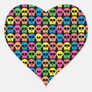 Cráneo amistoso pegatina en forma de corazón