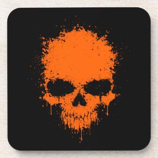 Cráneo anaranjado de la salpicadura del goteo posavasos