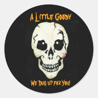 Cráneo anaranjado desenterramos a los pegatinas de etiquetas redondas