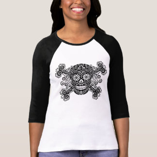 Cráneo antiguo y bandera pirata del azúcar camisetas