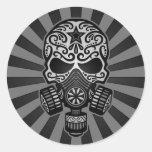 Cráneo apocalíptico del azúcar del poste negro y etiquetas redondas