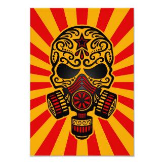 """Cráneo apocalíptico del azúcar del poste rojo y invitación 3.5"""" x 5"""""""