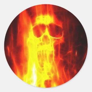 Cráneo ardiente de la agonía pegatina redonda