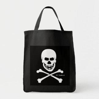 Cráneo asustadizo del pirata y bandera pirata bolsa tela para la compra