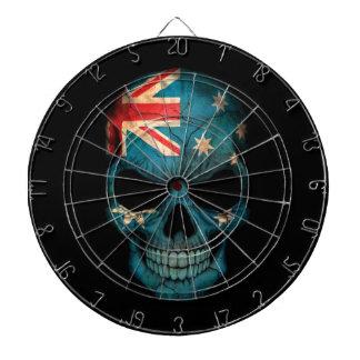 Cráneo australiano de la bandera en negro tablero dardos