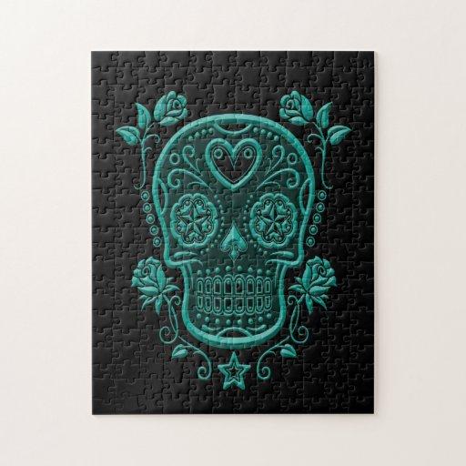 Cráneo azul del azúcar del trullo con los rosas en puzzle