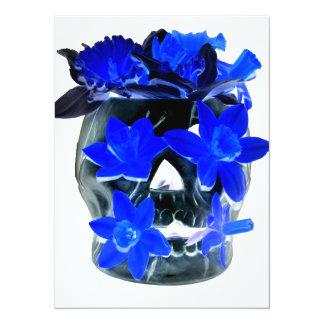 """Cráneo azul y negro de neón del narciso invitación 5.5"""" x 7.5"""""""