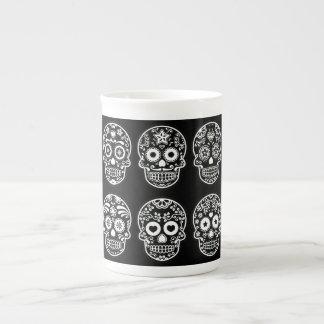 Cráneo blanco y negro del azúcar taza de porcelana
