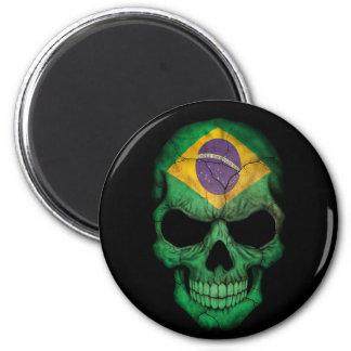 Cráneo brasileño de la bandera en negro imán de frigorifico