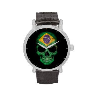 Cráneo brasileño de la bandera en negro relojes
