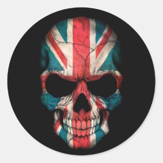 Cráneo británico de la bandera en negro etiqueta redonda
