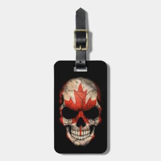 Cráneo canadiense de la bandera en negro etiquetas de equipaje
