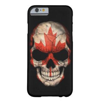 Cráneo canadiense de la bandera en negro funda de iPhone 6 barely there