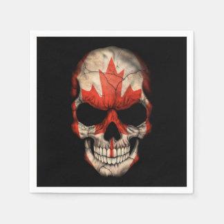 Cráneo canadiense de la bandera en negro servilleta de papel