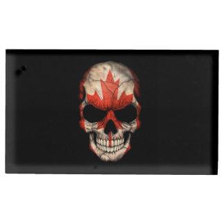 Cráneo canadiense de la bandera en negro soportes para tarjetas de mesa