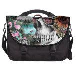 Cráneo caprichoso del paisaje con floral bolsas para ordenador