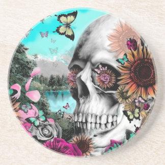 Cráneo caprichoso del paisaje con floral posavasos personalizados