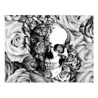 Cráneo color de rosa blanco y negro con las postal