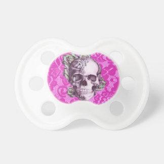 Cráneo color de rosa retro en cordón magenta chupete de bebe