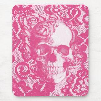 Cráneo color de rosa rosado de Bubblegum en cordón Tapetes De Ratón