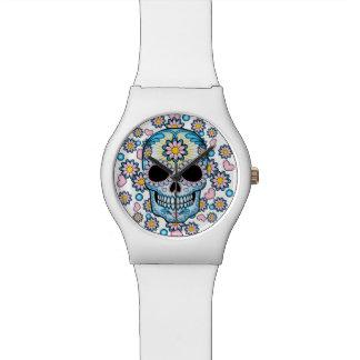 Cráneo colorido del azúcar relojes