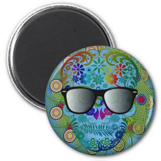 Cráneo colorido muy fresco con los vidrios imán redondo 5 cm