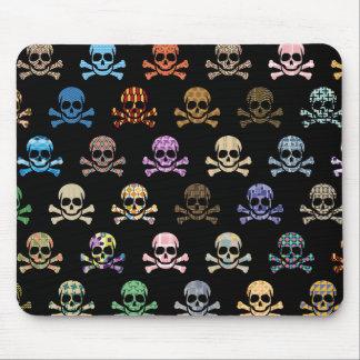 Cráneo colorido y bandera pirata tapetes de ratones