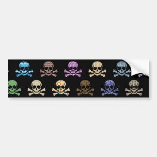 Cráneo colorido y huesos cruzados pegatina de parachoque