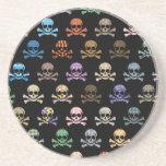 Cráneo colorido y huesos cruzados posavasos diseño