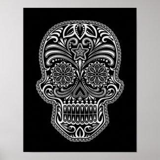 Cráneo complejo del azúcar blanco en negro posters