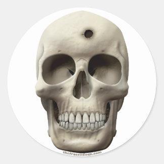 Cráneo con el agujero de bala pegatina redonda