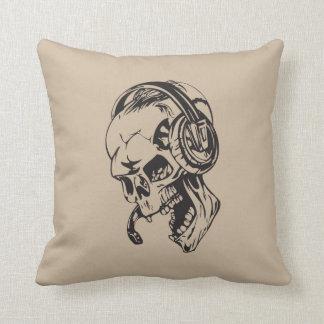 Cráneo con el auricular almohada