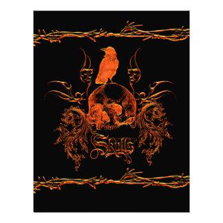 Cráneo con el cuervo y los elementos florales membretes personalizados