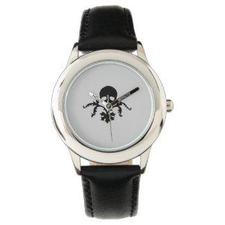 Cráneo con el elemento floral relojes de mano