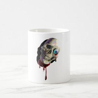Cráneo con el globo del ojo y el salpicón de la sa taza de café