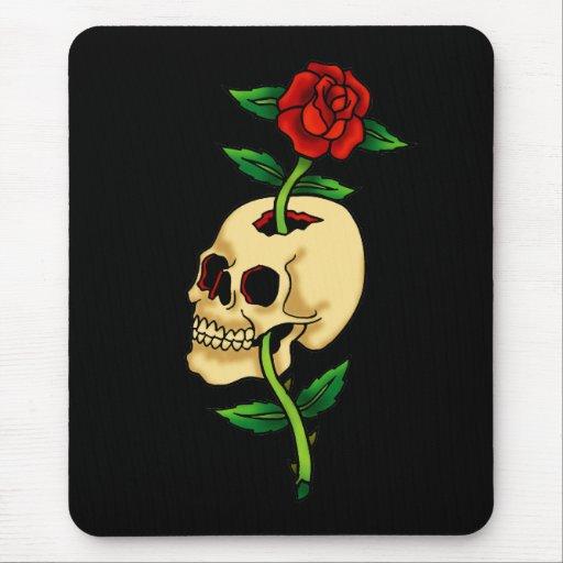 Cráneo con el rosa alfombrillas de ratón