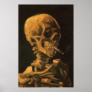Cráneo con la impresión del poster del cigarrillo