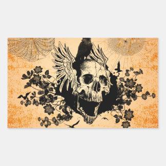 Cráneo con las alas y el cuervo con las flores pegatina rectangular