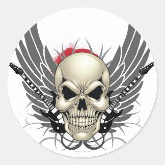 Cráneo con las alas y las guitarras pegatina redonda