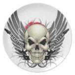Cráneo con las alas y las guitarras platos para fiestas