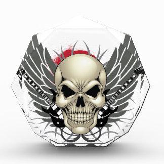 Cráneo con las alas y las guitarras