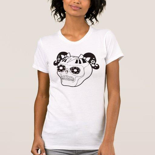 Cráneo con las coletas camisetas