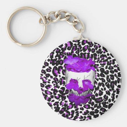 Cráneo con las flores púrpuras en puntos del leopa llavero personalizado