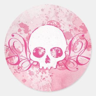 Cráneo con las salpicaduras y los remolinos del pegatina redonda
