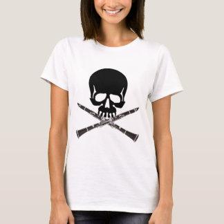 Cráneo con los Clarinets y la bandera pirata Playera