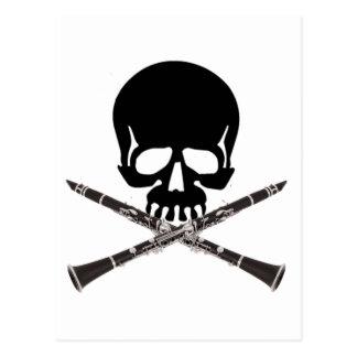 Cráneo con los Clarinets y la bandera pirata Postales