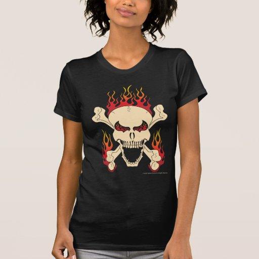 Cráneo con los huesos cruzados y la camiseta de playera