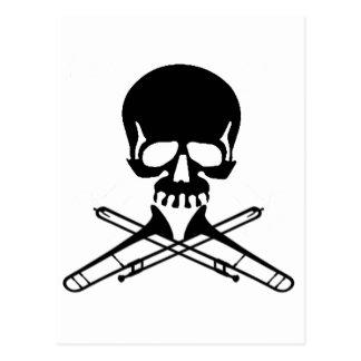 Cráneo con los Trombones como bandera pirata Postales