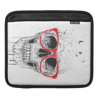 Cráneo con los vidrios rojos fundas para iPads