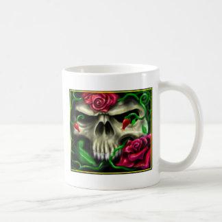 cráneo con roses.jpg taza básica blanca